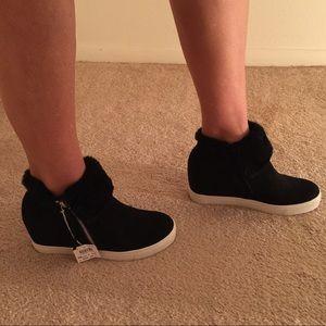 Shoes - Hidden heels wedges
